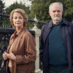 Charlotte Rampling e Jim Broadbent in un momento de L'altra metà della storia di Ritesh Batra (The Sense of an Ending, UK 2017)