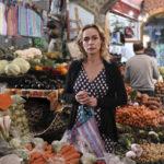 Sandrine Bonnaire al mercato durante Prendre le large di Gaël Morel (Francia, 2017)