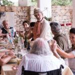 Riunione di famiglia in Fuecu e Cirasi di Romeo Conte (Italia, 2017)
