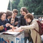 Pizza e gioventù per tutti ne Gli sdraiati di Francesca Archibugi (Italia, 2017)