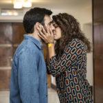 Edoardo Leo e Valeria Solatrino in un momento sentimentale di Smetto quando voglio - Ad honorem di Sydney Sibilia (Italia, 2017)