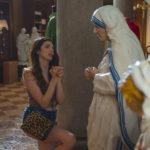 """Ilenia Pastorelli """"in preghiera"""" durante Benedetta follia di Carlo Verdone (Italia, 2018)"""