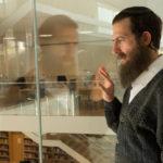 Il protagonista Ori Pfeffer in una simbolica immagine tratta da La testimonianza di Amichai Greenberg (The Testament, Israele, Austria 2017)