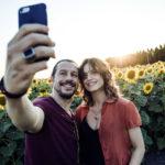 Selfie per Stefano Accorsi e Kasia Smutniak in Made in Italy di Luciano Ligabue (Italia, 2018)