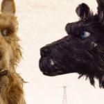 Due dei personaggi a quattro zampe de L'isola dei cani di Wes Anderson (Isle of Dogs, USA, Germania 2018)