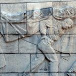 Un'effige commemorativa nel documentario Victory Day di Sergei Loznitsa (Den'Pobedy, Germania 2018)