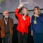 Liv Ullmann saluta dal palco dell'Auditorium bergamasco