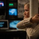 Un'impaurita Emily Blunt in A Quiet Place - Un posto tranquillo di John Krasinski (USA, 2018)