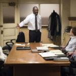 L'avvocato Idris Elba difende la sua cliente durante Molly's Game di Aaron Sorkin (USA, 2017)