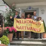 Calorosa accoglienza durante Benvenuto in Germania! di Simon Verhoeven (Willkommen bei den Hartmanns, Germania 2016)