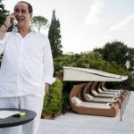 Toni Servillo alias Silvio Berlusconi a Villa Certosa durante Loro 2 di Paolo Sorrentino (Italia, Francia 2018)