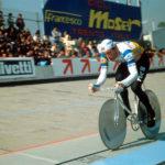 Francesco Moser a Città del Messico stabilisce il record dell'ora nel gennaio 1984 in Moser, scacco al tempo di Nello Correale (Italia, 2018)