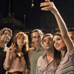 Selfie per tutti durante Perfectos desconocidos di Álex de la Iglesia (Spagna, Italia 2017)