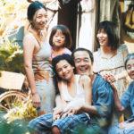 La famiglia Shibata in un'immagine tratta da Shoplifters di Hirokazu Koreeda (Manbiki kazoku, Giappone 2018)