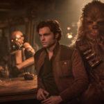 Il giovane Han Solo e il fido Chewbacca in un momento di Solo: A Star Wars Story di Ron Howard (USA, 2018)