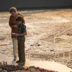 Julianne Moore con Oakes Fegley in un momento de La stanza delle meraviglie di Todd Haynes (Wonderstruck, USA 2017)