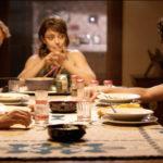 Personaggi in tavola durante Senza distanza di Andrea Di Iorio (Italia, 2018)