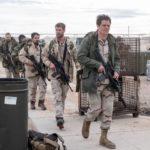 Michael Shannon e Chris Hemsworth guidano il plotone durante 12 Soldiers di Nicolai Fuglsig (12 Strong, USA 2018)