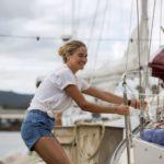 Shailen Woodley perfetta skipper durante Resta con me di Baltasar Kormákur (Adrift, USA, Hong Kong, Islanda 2018)