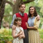 Foto di famiglia per Ewan McGregor e Hayley Atwell in Ritorno al bosco dei 100 acri di Marc Forster (Christopher Robin, USA 2018)