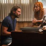 I due protagonisti al pianoforte nel corso di A Star is Born di Bradley Cooper (USA, 2018)