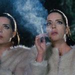 Due gemelle e molto fumo in Diamantino di Gabriel Abrantes e Daniel Schmidt (Portogallo, Francia, Brasile 2018)