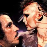 Joe Spinell con un manichino insanguinato durante Maniac di William Lustig (USA, 1980)