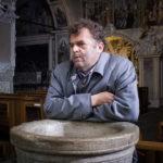Pippo Delbono, protagonista di Oltre la nebbia - Il mistero di Rainer Merz di Giuseppe Varlotta (Italia, Svizzera 2017)