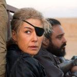 Rosamund Pike è Marie Colvin nel biopic A Private War di Matthew Heineman (USA, UK 2018)