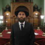Alessandro Nivola in un momento di Disobedience di Sebastian Lelio (UK, Irlanda, USA 2017)