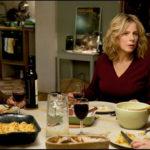 Cena in famiglia per i personaggio di Il complicato mondo di Nathalie di David Foenkinos e Stéphan Foenkinos (Jalouse, Francia 2017)