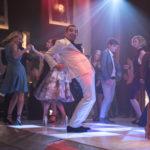 Rowan Atkinson ballerino scatenato durante Johnny English colpisce ancora di David Kerr (Johnny English Strikes Again, UK, USA, Francia 2018)