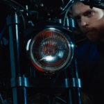 Ancora una significativa immagine sul rapporto Uomo/Moto nel corto La Persistente di Camille Lugan (Francia, 2018)