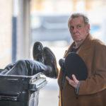 Situazione imbarazzante per Tom Wilkinson in Morto tra una settimana... O ti ridiamo i soldi di Tom Edmunds (Dead in a Week: Or Your Money Back, UK 2018)
