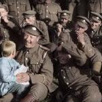 Una tenera immagine dal documentario They Shall Not Grow Old di Peter Jackson (UK, Nuova Zelanda 2018)