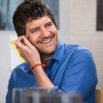 Un sorridente Fabio De Luigi nellla commedia Ti presento Sofia di Guido Chiesa (Italia, 2018)