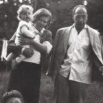 Un'immagine famigliare tratta da The Communist di Andreas Goldstein (Der Funktionär, Germania, 2018)