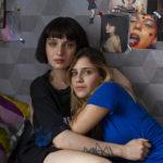 Alice Pagani e Benedetta Porcaroli, protagoniste di Baby, serie televisiva diretta da Anna Negri e Andrea De Sica (Italia, 2018)