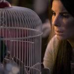 Sandra Bullock in una simbolica immagine tratta da Bird Box di Susanne Bier (USA, 2018)