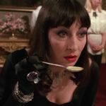La cattivissima Anjelica Huston in versione umana durante Chi ha paura delle streghe? di Nicolas Roeg (The Witches, UK, USA 1990)