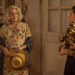 Catherine Deneuve con Laure Calamy in un momnto di Claiire Darling di Julie Bertuccelli (La dernière folie de Claire Darling, Francia 2018)