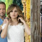 Dallas Roberts e Debby Ryan in un momento di Insatiable, serie televisiva creata da Lauren Gussis (USA, 2018)