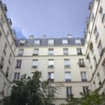 Il complesso abitativo del titolo nel documentario I bambini di Rue Saint-Maur 209 di Ruth Zylberman (Francia, 2018)