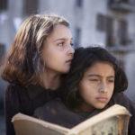 Elisa Del Genio e Ludovica Nasti in un momento de L'amica geniale serie tv diretta da Saverio Costanzo (Italia, USA 2018)