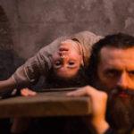 La sventurata Ada Lupu messa in croce durante Crucifixion - Il male è stato invocato di Xavier Gens (The Crucifixion, UK, USA, Romania 2017)