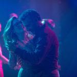 Julianne Moore danza con John Turturro in Gloria Bell di Sebastián Lelio (USA, Cile 2018)