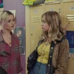 Emma Mackey e Aimee Lou Wood a scuola durante Sex Education, serie tv creata da Laurie Nunn (UK, USA 2019)