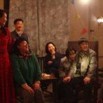 Canti in famiglia nel corso di So Long My Son di Wang Xiaoshuai (Di jiu tian chang, Cina 2019)