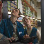 Frank Rogowski e Sandra Huller, protagonisti della commedia romantica Un valzer tra gli scaffali di Thomas Stuber (In den Gängen, Germania 2018)