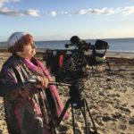 La regista e la spiaggia durante Varda par Agnès di Agnès Varda (Francia, 2019)